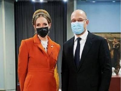 У Кати Осадчей увидели пародию на Тимошенко с Яценюком
