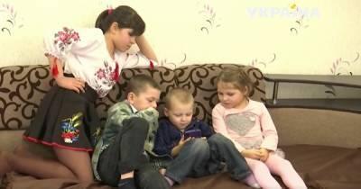 Мать пропадала полгода: в Одесской области 10-летняя девочка работала, чтобы заботиться о братике и сестрах