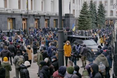 Под Офисом президента протестуют против приговора Стерненко