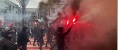 Сторонники Стерненко с фаерами ушли от Зеленского к Венедиктовой