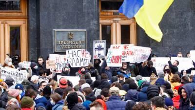 Сотни радикалов пришли к офисам президента и генпрокурора Украины