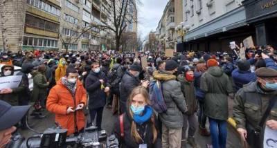 Сторонники Стерненко готовятся к бессрочной акции, жгут фаеры и шашки