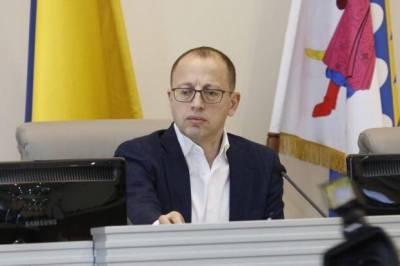 """В Днепре чиновник обратился к депутатам на """"восточно-украинском"""" языке"""