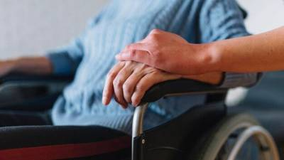 Жителям Сахалина предлагают брать в семьи пожилых людей и инвалидов