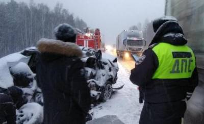 Два человека разбились в ДТП с грузовиками на трассе Екатеринбург - Тюмень
