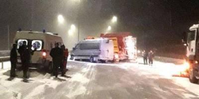 На трассе Киев-Чоп в Ровенской области столкнулись маршрутка и снегоочистительная машина, есть пострадавшие
