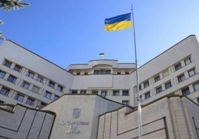 В КСУ заявили, что из-за недопуска Тупицкого не могут оплатить коммуналку и зарплату