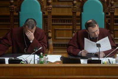В КСУ жалуются на невозможность платить коммуналку и зарплаты из-за недопуска Тупицкого