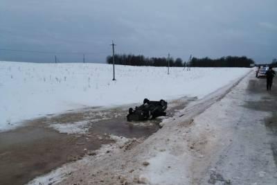 В Тверской области стало известно, по какой причине легковушка упала в воду