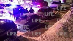 Полиция с приключениями задержала красноярца, устроившего бой с лифтом: он успел протаранить чужое авто — видео