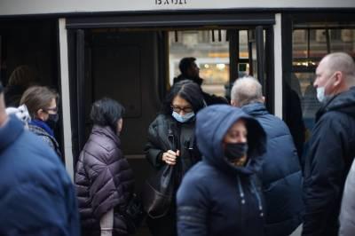 Сотрудники метрополитена объяснили, как избегают давки при закрытии станций