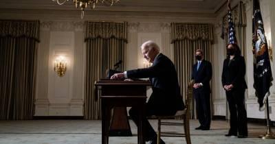 Разговор между Зеленским и Байденом откладывается из-за ряда причин: американские СМИ объяснили, чего ждут США
