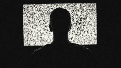 «С клеймом позора»: журналисты закрытых ТВ каналов рассказали о жизни при Зеленском