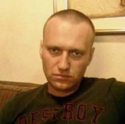 В Москве задержали двух человек за расклейку листовок «Свободу Навальному»
