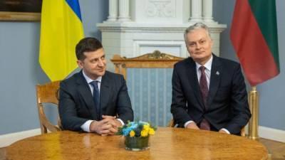 """Начал визит со слов """"Слава Украине"""": президент Литвы прибыл в Киев – видео"""