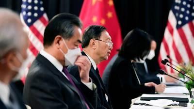 Китай обвинил США в недружелюбном приеме на переговорах в Анкоридже