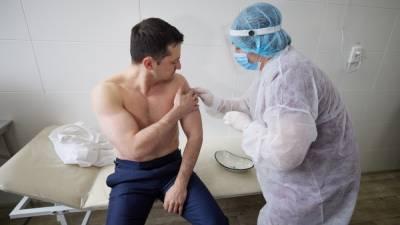 Фото дня: Зеленский показал голый торс во время вакцинации. Новости Луганской области (вчера, сегодня, сейчас) от News-Life (официальный сайт Ньюс-Лайф)
