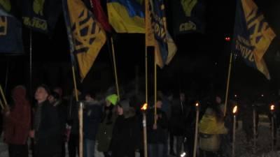 Украинские радикалы совершили нападение на офис Зеленского с помощью пиротехники