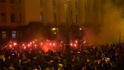 Активисты изуродовали офис Зеленского