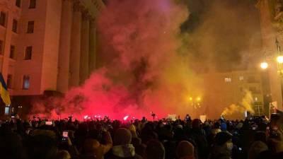 В беспорядках у офиса президента Украины обвинили Порошенко