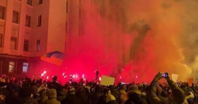 """После акции сторонников Стерненко """"Слуги народа"""" требуют созвать внеочередное заседание Рады"""