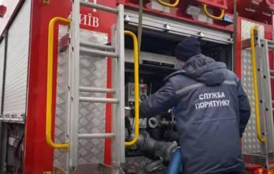 Сначала прозвучал хлопок, а потом - пламя: в Вишневом под Киевом за считанные минуты сгорела пассажирская маршрутка. Видео