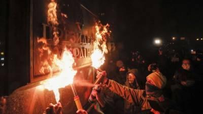 Как в Киеве пытались «сжечь» президента Украины Зеленского