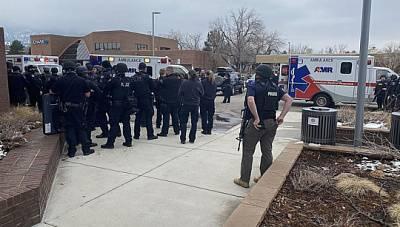 Не менее 10 человек погибли при стрельбе в американском Колорадо