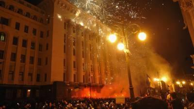 """Участники программы """"Время покажет"""" обсудили беспорядки у офиса Зеленского"""
