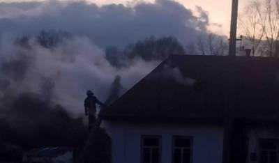 Под Киевом четверо детей и женщина оказались в огненной ловушке: на место срочно выехали спасатели и скорая