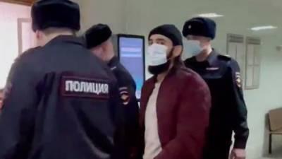 Столичный суд арестовал подозреваемого в нападении на бойца ММА Мирзаева