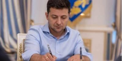 Зеленский отменил указы Януковича о назначении Тупицкого и Касминина судьями КСУ