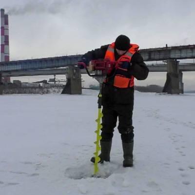 Спасатели спасли с отколовшейся льдины на Москва-реке двух велосипедистов