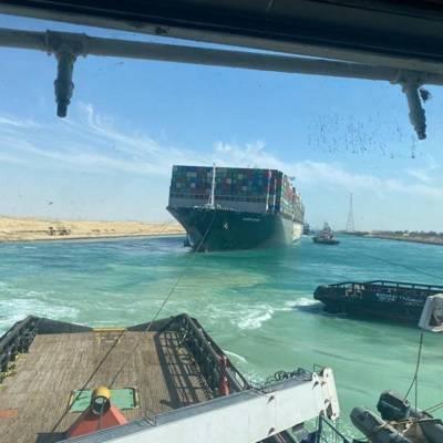 Движение судов по Суэцкому каналу вернулось в обычный режим