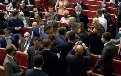 В Верховной Раде Украины произошла потасовка с участием Порошенко