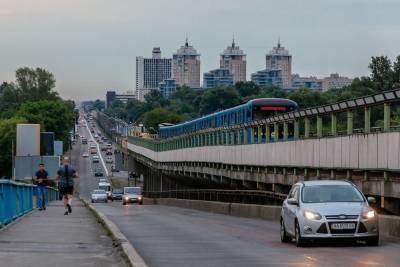 Кличко запретил жителям Киева ездить в транспорте без спецпропусков