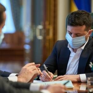 Зеленский подписал закон о конкурсах на госслужбу
