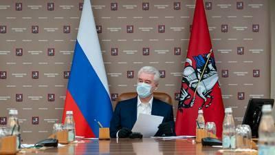 Праздник 8 марта: Собянин разрешил пенсионерам выходить из дома