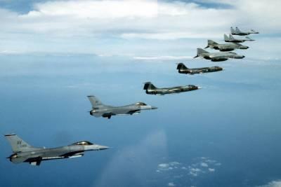 НАТО возле Крыма Россия пригрозила сбивать самолеты