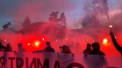 Под госдачей Зеленского в Конча-Заспе началась акция в поддержку Стерненко – трансляция