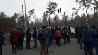 К даче Зеленского пришли протестующие