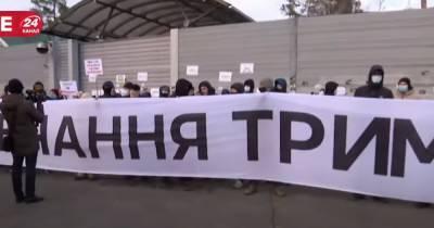 В Конче-Заспе возле резиденции Зеленского прошла акция в поддержку Стерненко и Антоненко (видео)