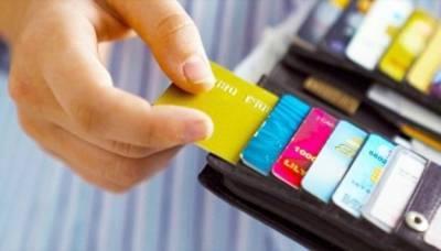Украинцы стали реже оплачивать картами зарубежный шопинг