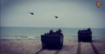 Украинские десантники провели учения на морском побережье: фото