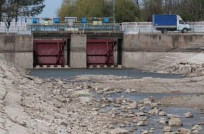 Резников: Украина готова поставлять воду в Крым в бочках