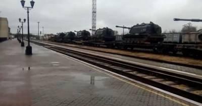 РФ будет перебрасывать войска к границам Украины до конца апреля — разведка