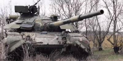 ВСУ провели учения с участием танков и артиллерии у админграницы с Крымом — видео
