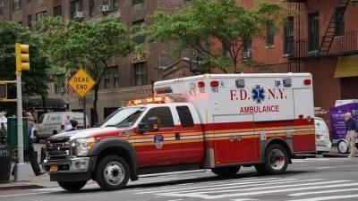 В Калифорнии афроамериканка избила старушку на автобусной остановке