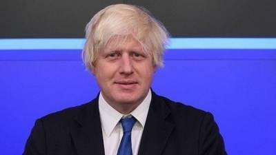 Премьер Великобритании выпил первый бокал пива после ослабления локдауна