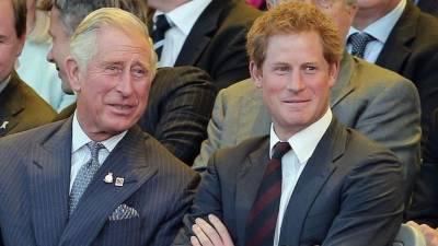 «За гранью стыда»: британцы возмущены примирительным письмом принца Гарри к отцу